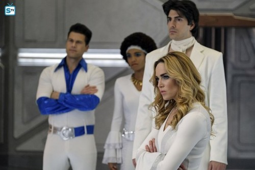 DC's Legends of Tomorrow দেওয়ালপত্র entitled Legends of Tomorrow - Episode 3.11 - Here I Go Again - Promo Pics