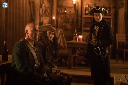 DC's Legends of Tomorrow wallpaper entitled Legends of Tomorrow - Episode 3.12 - The Curse of the Earth Totem - Promo Pics