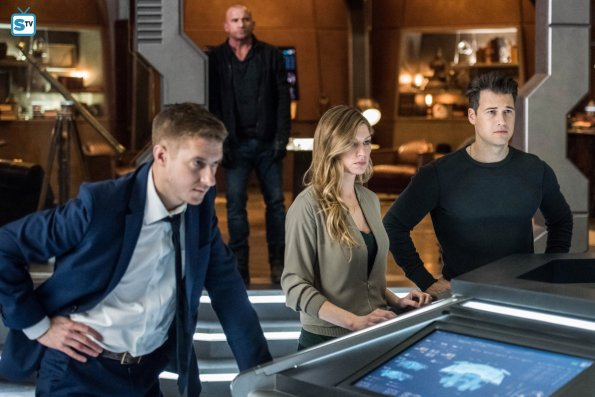 Legends of Tomorrow - Episode 3.13 - No Country for Old Dads - Promo Pics