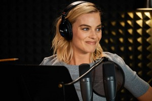 Margot Robbie at The Late Late ipakita with James Corden