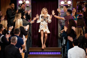 Margot Robbie at The Late Late tunjuk with James Corden
