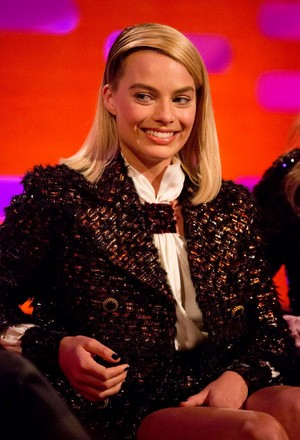 Margot Robbie on The Graham Norton tunjuk