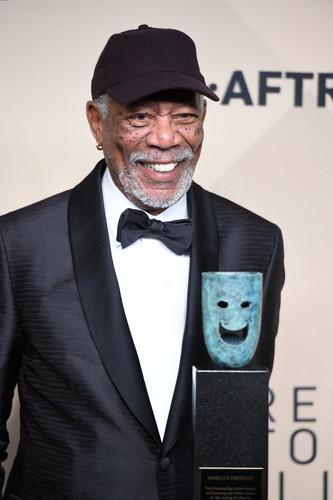 morgan Freeman karatasi la kupamba ukuta titled morgan Freeman (2018)