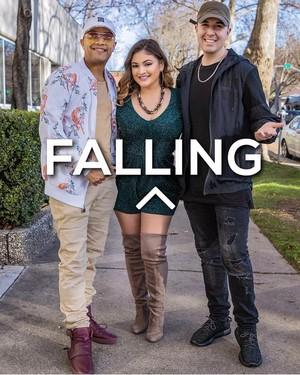 Myra with Rey y Kaye forming Falling ^