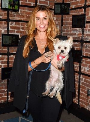 poppy Montgomery At Much Cinta Animal Rescue Spoken Woof , Los Angeles