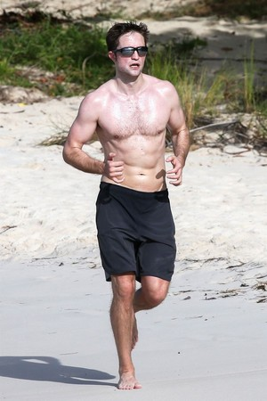 Robert on the ビーチ working out