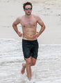 Robert working out on the beach - hottest-actors photo