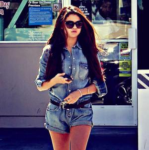 Selena Gomez peminat art made sejak me - KanonKyu