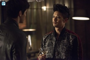 "Shadowhunters / 3x01 / ""On Infernal Ground"" - Promo litrato"