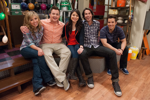 iCarly wolpeyper titled iCarly