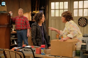 10x01 - Twenty Years to Life - Dan, Darlene and Roseanne
