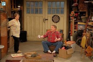 10x01 - Twenty Years to Life - Roseanne and Dan