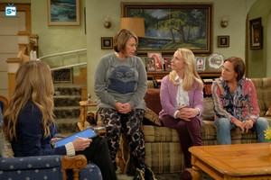 10x02 - Dress to Impress - Andrea, Roseanne, Becky and Jackie