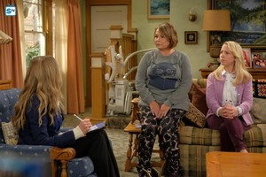 10x02 - Dress to Impress - Andrea, Roseanne and Becky