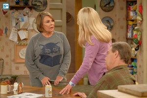 10x02 - Dress to Impress - Roseanne and Becky