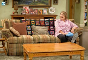 10x02 - Dress to Impress - Roseanne