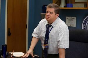 1x04 - Overachieving Virgins - Principal Durkin