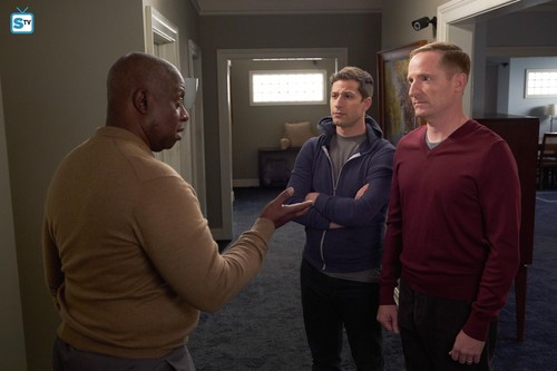 "Brooklyn Nine-Nine fond d'écran entitled 5x12 - ""Safe House"" - Promotional photos"