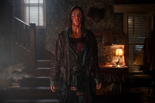 "Ash vs Evil Dead achtergrond called Ash Vs Evil Dead ""Apparently Dead"" (3x03) promotional picture"