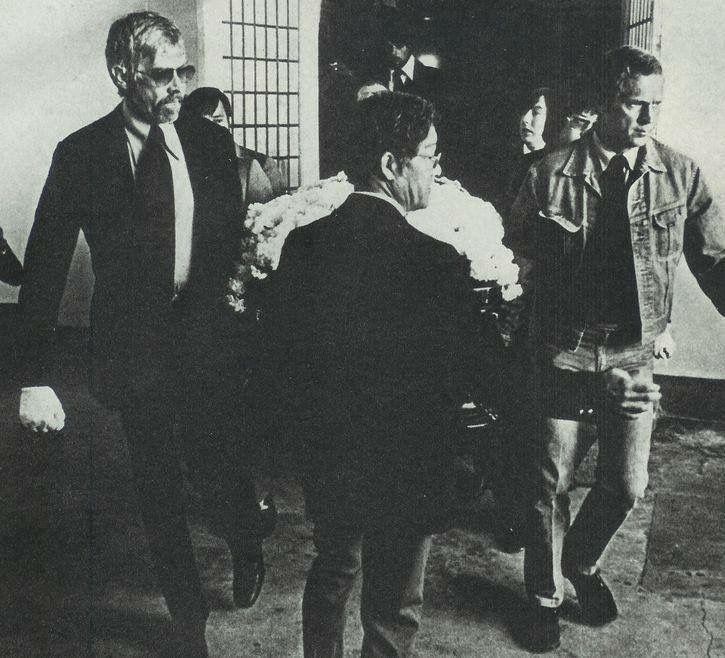 Bruce Lee's Funeral In 1973 - मशहूर हस्तियों जो