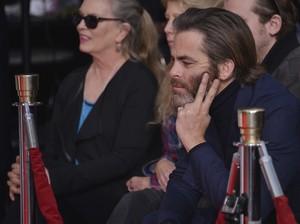 Chris @ Jeff Bridges Hand and Footprint Ceremony (2017)