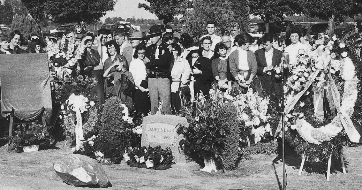 James Dean's Funeral Back In 1955 - Celebrities who died