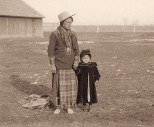 Kootenai Chief Eneas (Paul Charles) and Man-am-ee (Annie) door Edward H. Boos