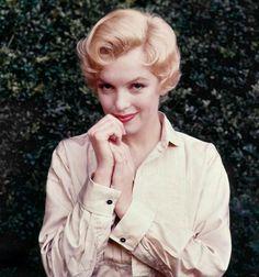 Marilyn Monroe-Norma Jeane Mortenson-baker ( June 1, 1926 – August 5, 1962)