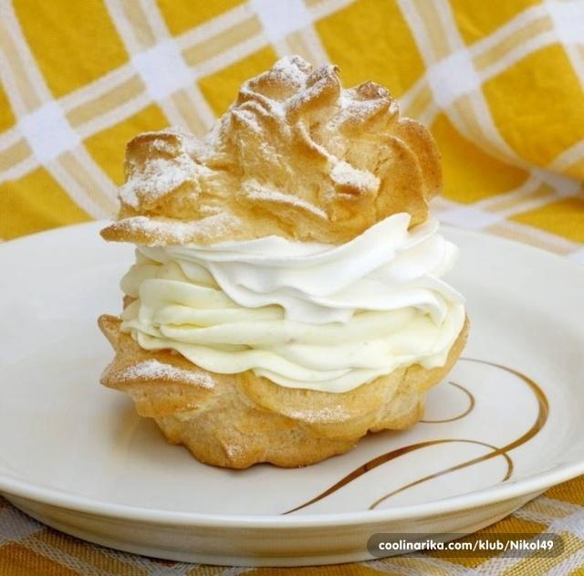 生クリームたっぷりシュークリームでデザート飯テロ 壁紙
