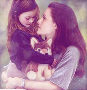 Renesmee and Bella with a stuffed 狼 Jacob