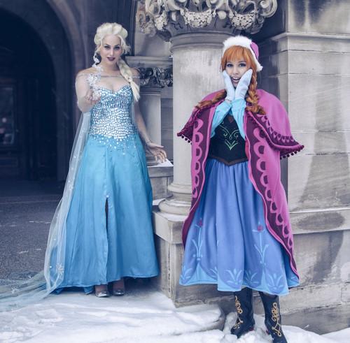 Elsa und Anna Hintergrund titled anna and elsa cosplay Frozen Von lisa lou who d74iyey