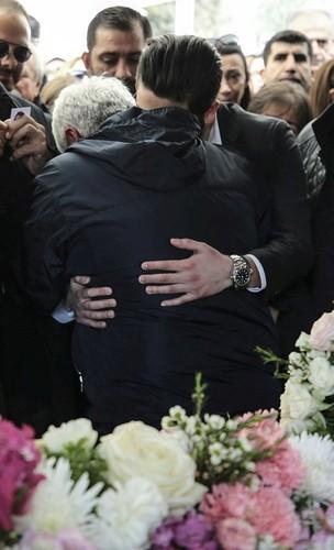 celebridades que murieron jóvenes fondo de pantalla titled mina başaran funeral