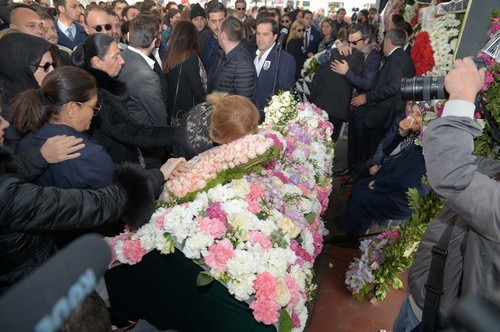 beroemdheden who died young achtergrond titled mina başaran funeral
