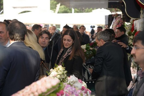 beroemdheden who died young achtergrond entitled mina başaran funeral