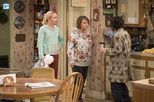 10x03 - Roseanne Gets the Chair - Becky, Roseanne and Darlene