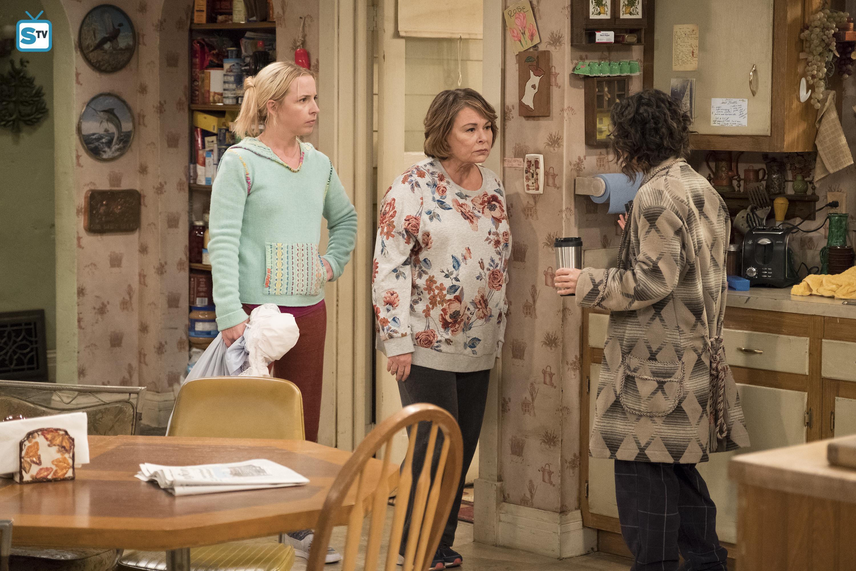 10x03 - Roseanne Gets the Chair - Becky, Roseanne and Darlene