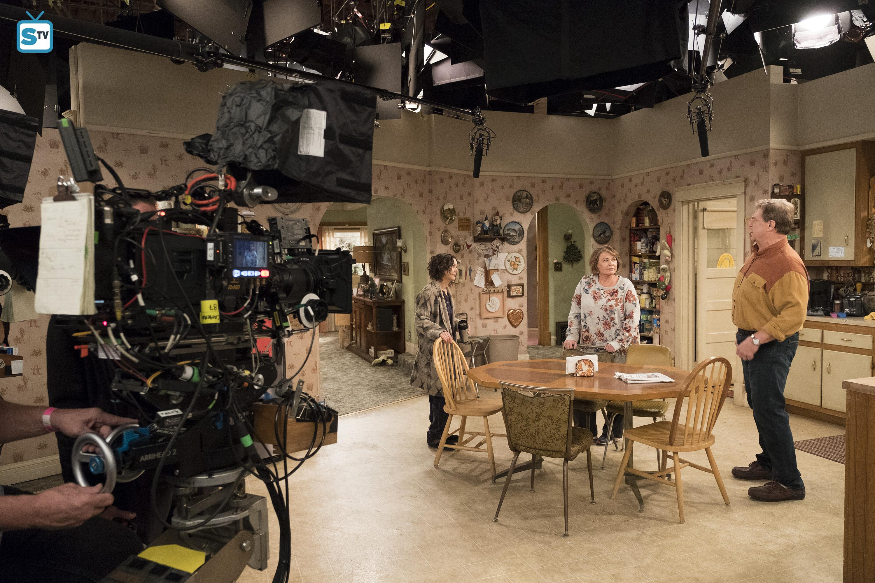 10x03 - Roseanne Gets the Chair - Behind the Scenes