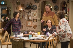 10x03 - Roseanne Gets the Chair - Darlene, Dan, Jackie and Roseanne