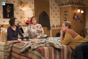 10x03 - Roseanne Gets the Chair - Darlene, Roseanne and Dan