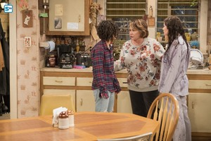10x03 - Roseanne Gets the Chair - Darlene, Roseanne and Harris
