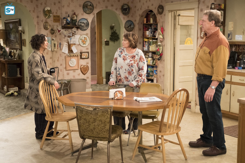 10x03 - Roseanne Gets the Chair - Darlene, Roseanne and dDan