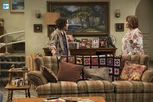 10x03 - Roseanne Gets the Chair - Darlene and Roseanne