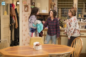 10x03 - Roseanne Gets the Chair - Harris, Darlene and Roseanne