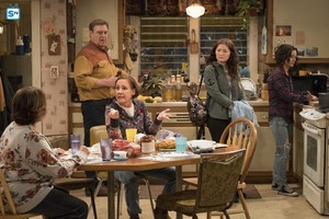 10x03 - Roseanne Gets the Chair - Roseanne, Dan, Jackie, Harris and Darlene