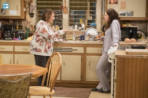 10x03 - Roseanne Gets the Chair - Roseanne and Harris