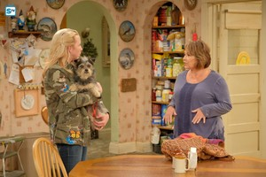 10x04 - Eggs Over, Not Easy - Becky and Roseanne