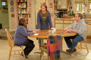 10x04 - Eggs Over, Not Easy - Jackie, Roseanne and Dan
