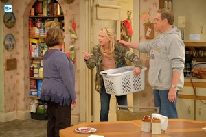 10x04 - Eggs Over, Not Easy - Roseanne, Becky and Dan