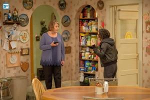 10x04 - Eggs Over, Not Easy - Roseanne and Darlene