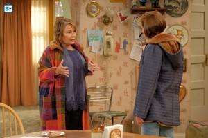 10x04 - Eggs Over, Not Easy - Roseanne and Jackie